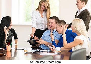 grupa, handlowy zaludniają, biuro., młody, radosny
