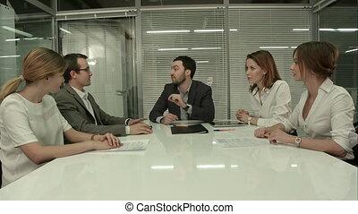 grupa, handlowy zaludniają, oklaskując, closeup, spotkanie