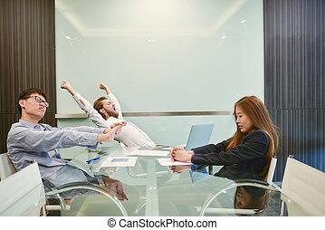 grupa handlowych ludzi, rozciąganie, w, spotkanie pokój, z, czysty, obraz