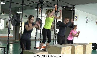 grupa, ludzie, drewniany, sala gimnastyczna, boxes., lekkoatletyka, skok, fitness., czynny, sport