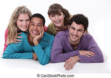grupa, ludzie, młody, razem, wywieszając