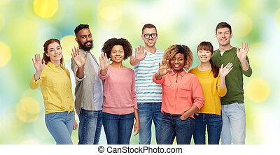 grupa, ludzie, ręka, falować, międzynarodowy, szczęśliwy
