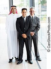grupa, multicultural, biznesmeni