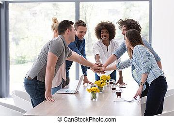 grupa, multiethnic, handlowy zaludniają, startup, młody,...