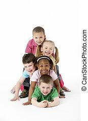 grupa, od, młodzi dzieci, w, studio