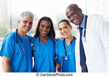 grupa, od, multiracial, medyczny zaprzęg, w, szpital