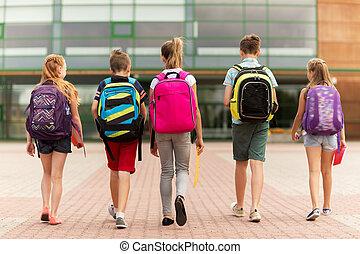 grupa, od, szczęśliwy, elementarna szkoła, studenci, pieszy