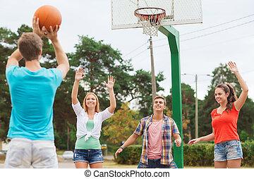 grupa, od, uśmiechanie się, nastolatki, grający basketball