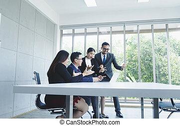 grupa, pokój, handlowy, pomyślny, biuro., projekt, świętując, nowy, spotkanie