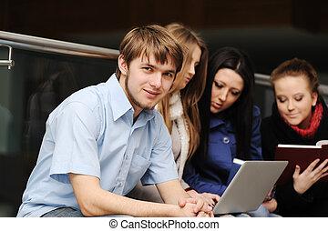 grupa, pracujący, studenci, laptop, młody, razem, książki