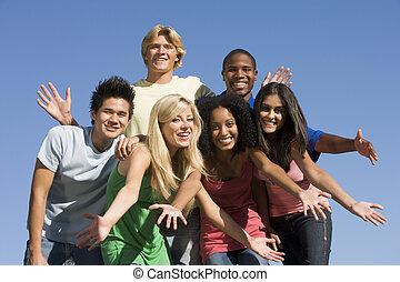 grupa, zewnątrz, przyjaciele, młody