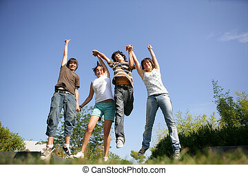 grupo, adolescentes, ar, pular, segurar passa