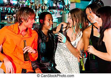 grupo amigos, em, danceteria