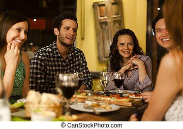 grupo amigos, em, um, restaurante