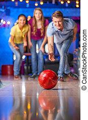 grupo, bowling., boliche, divertimento, amigos, tendo, feliz