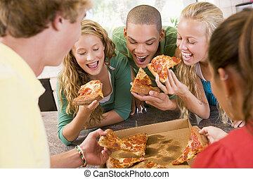grupo, comer, adolescentes, pizza