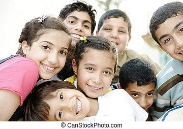grupo, crianças, feliz