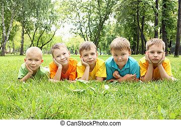grupo crianças, parque