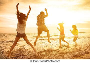 grupo, dançar, pessoas, jovem, praia, feliz