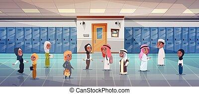 grupo, de, árabe, alumnos, ambulante, en, escuela, pasillo, a, habitación de clase, musulmán, alumnos