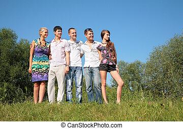grupo de amigos, al aire libre, en, verano
