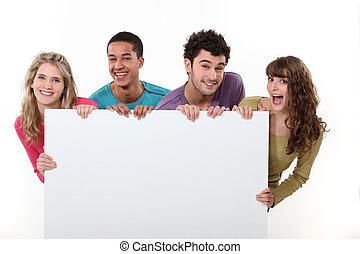 grupo de amigos, tenencia, un, blanco, cartel