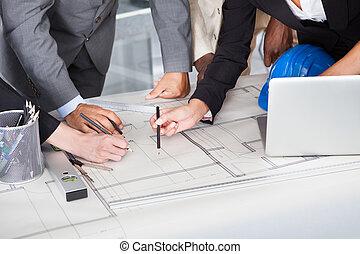 grupo, de, businesspeople, discutir, juntos