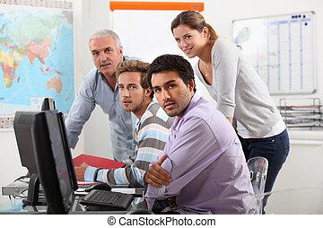 grupo, de, casualmente vestido, pessoas, trabalhando,...