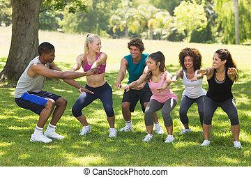 grupo, de, classe aptidão, exercitar, parque