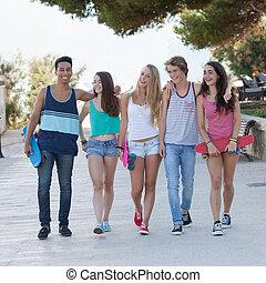 grupo, de, diverso, adolescentes, feriado