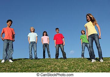 grupo, de, diverso, niños