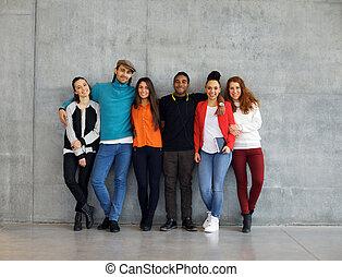 grupo, de, elegante, joven, universidad, estudiantes, en, campus
