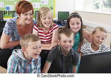 grupo, de, elementar, pupilas, em, classe computador, com, professor