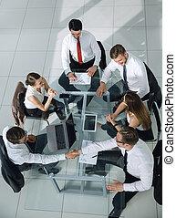 grupo de empresarios, en, un, reunión