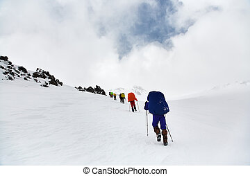 grupo, de, excursionistas, en, el, montaña