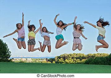 grupo, de, feliz, adolescentes, pular,