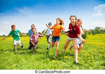grupo, de, feliz, corriente, niños