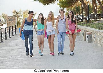 grupo, de, feliz, crianças, férias