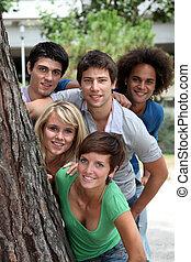 grupo, de, feliz, estudantes, em, um, parque