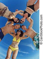 grupo, de, feliz, jovens, divirta, ligado, praia