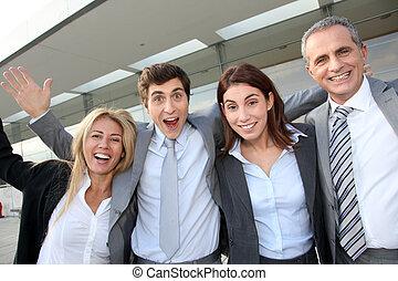 grupo, de, feliz, pessoas negócio, ficar, exterior
