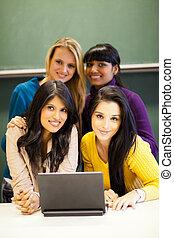 grupo, de, femininas, estudantes colégio, com, laptop