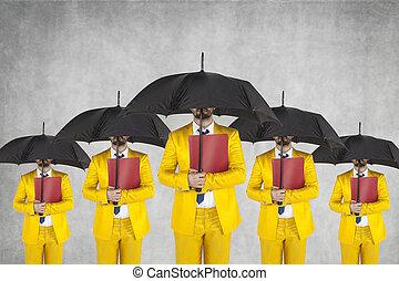 grupo, de, homens negócios, pronto, para, proteção, de, pessoal, dados
