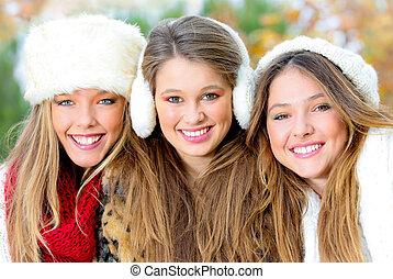 grupo, de, inverno, meninas, ou, mulheres jovens, com, perfeitos, dentes brancos