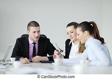 grupo, de, jovem, pessoas negócio, em, reunião