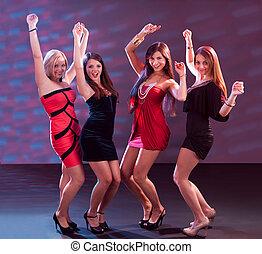 grupo de mujeres, bailando