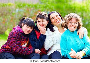 grupo, de, mulheres felizes, com, incapacidade, tendo divertimento, em, primavera, parque