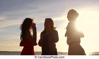 grupo, de, mulheres felizes, ou, meninas, dançar, ligado,...