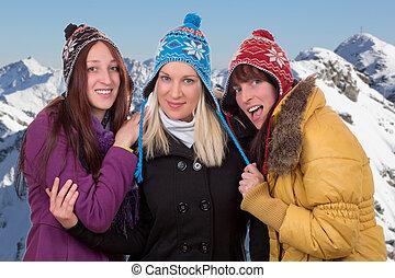 grupo, de, mulheres jovens, em, inverno, montanhas