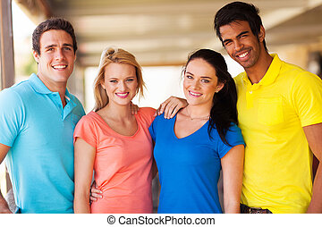 grupo, de, multiracial, amigos